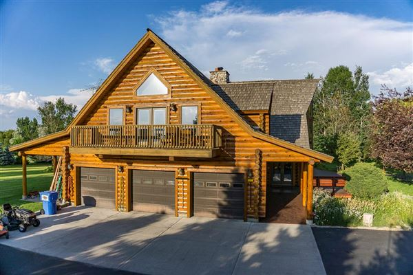 beautifully crafted exceptional log home luxury properties
