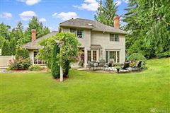 Nicely remodeled in desirable Hunters Glen mansions