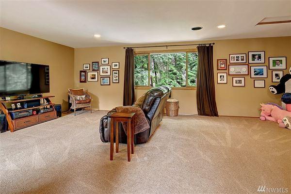 Nicely remodeled in desirable Hunters Glen luxury properties