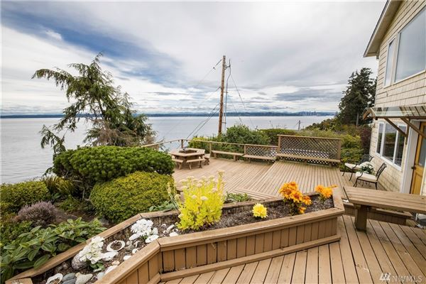 ENJOY YOUR MORNING COFFEE WITH PANORAMIC VIEWS OF THE SHIPPING LANES, DOWNTOWN SEATTLE AND MT. BAKER luxury homes
