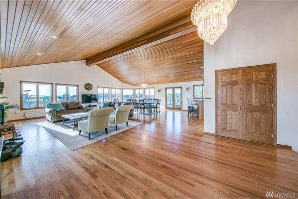 Luxury homes custom home in Lagoon Point Estates