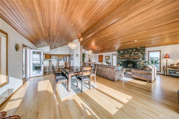 Luxury real estate custom home in Lagoon Point Estates