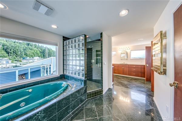 Mansions in custom home in Lagoon Point Estates