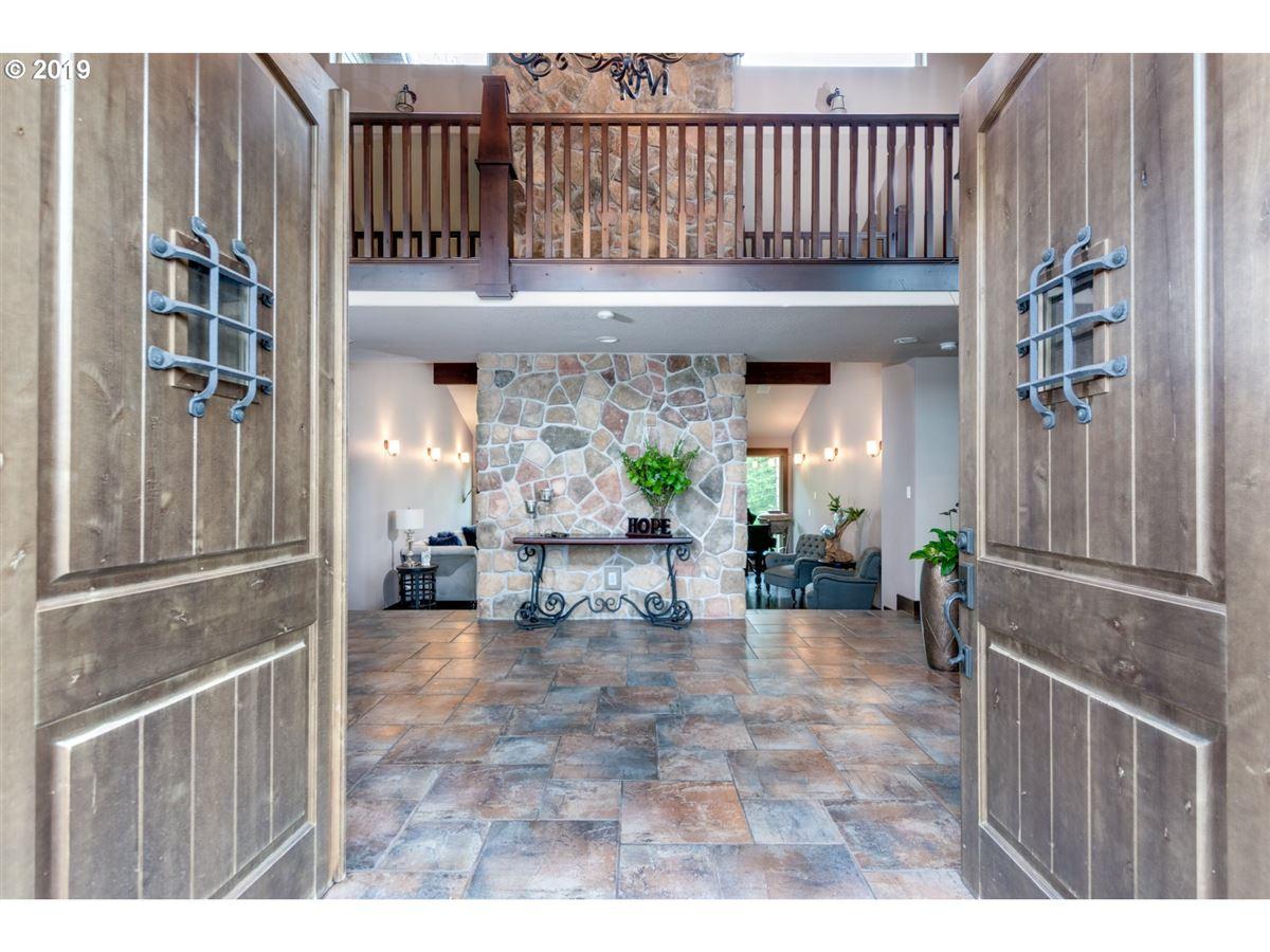 Luxury homes gorgeous 10-plus acre estate