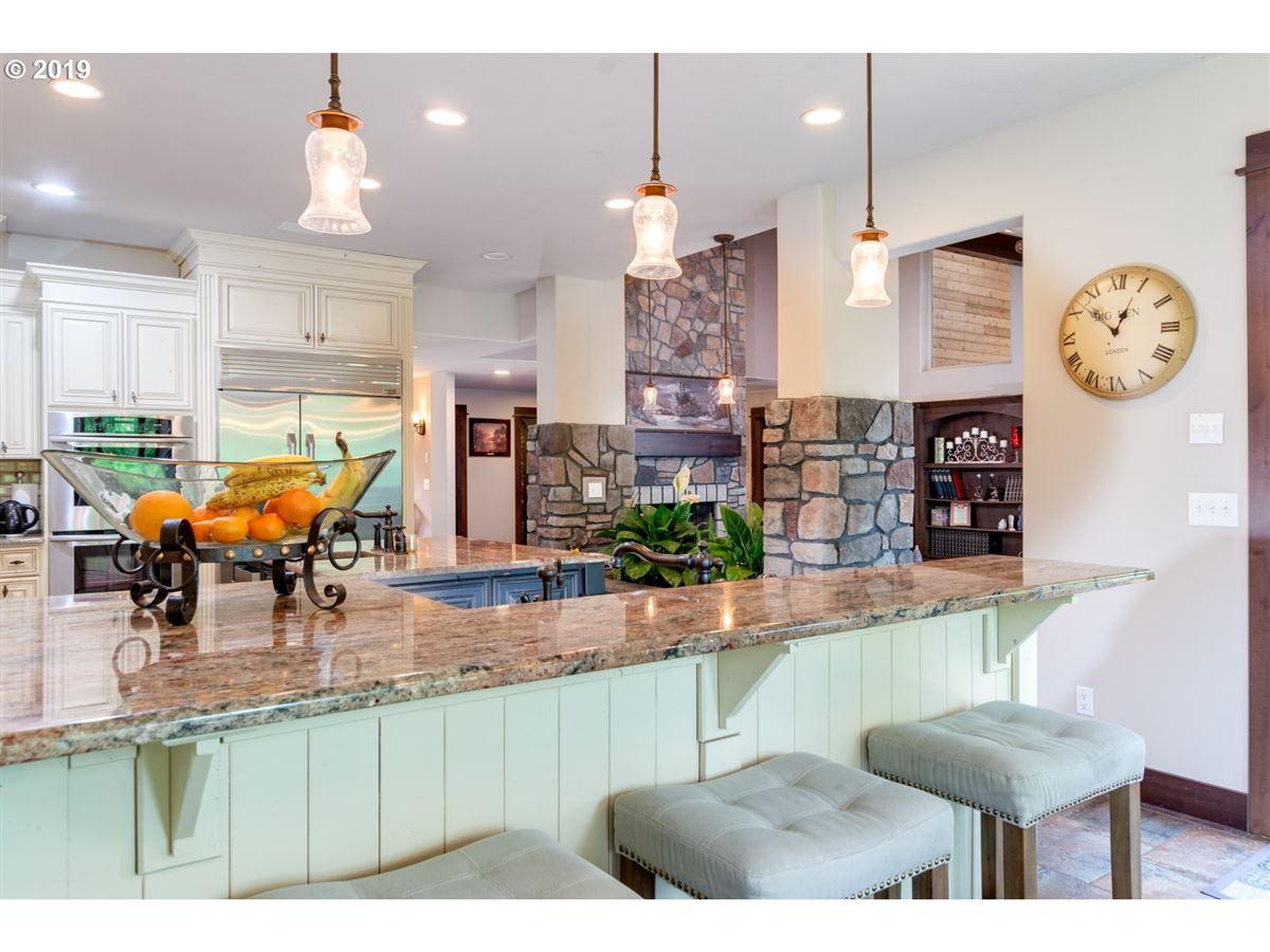 Luxury properties gorgeous 10-plus acre estate