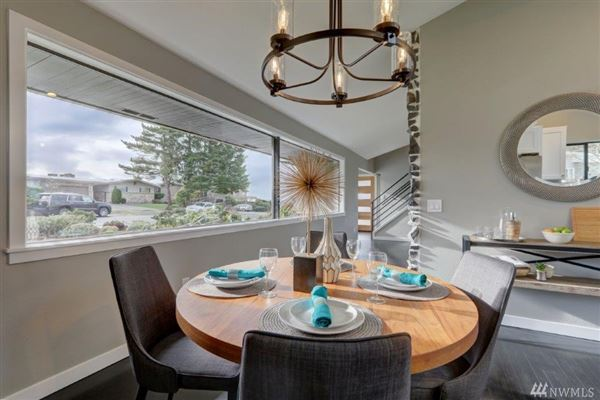 Luxury real estate Beautiful remodeled mid-century home