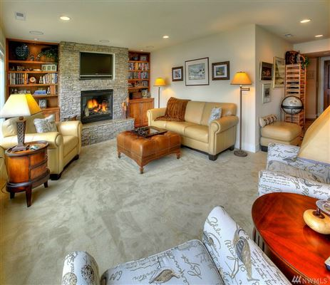 Luxury homes in waterfront property in the historical district