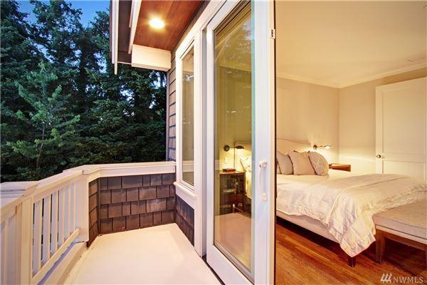 Luxury homes in AMAZING western views of Seattle