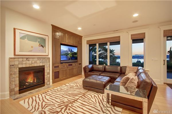 AMAZING western views of Seattle luxury homes