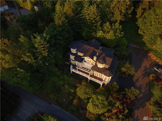 Mansions AMAZING western views of Seattle