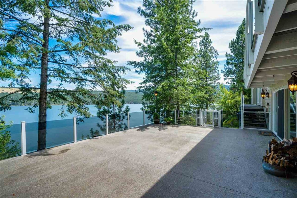 Luxury homes Unparalleled waterfront living