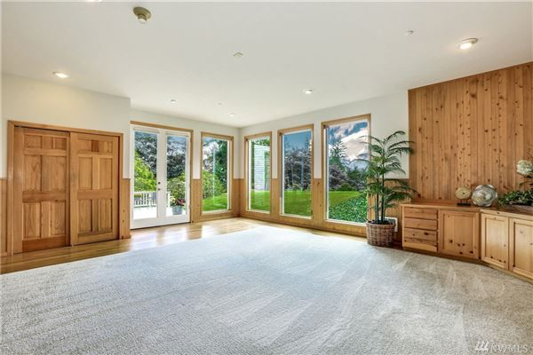 Luxury properties spacious home in issaquah
