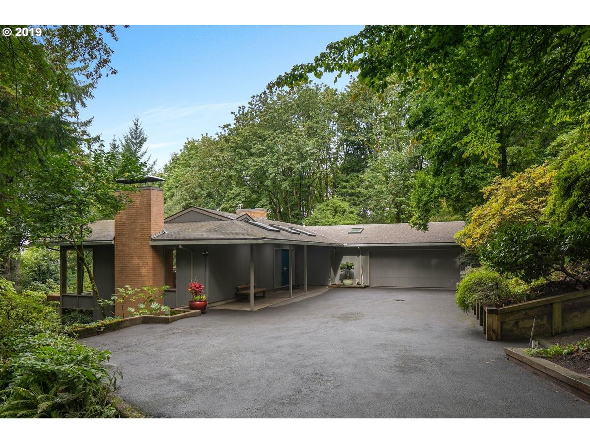 Mid-century modern home on 10-plus beautiful acres mansions