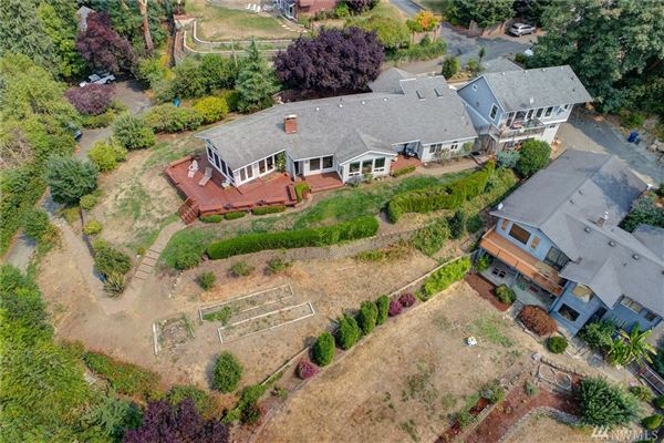 Fantastic views of Puget Sound luxury homes