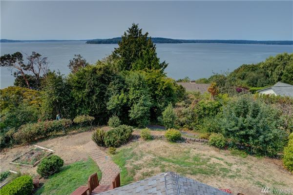 Luxury real estate Fantastic views of Puget Sound