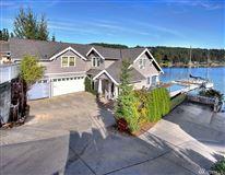 a Premier Gig Harbor Bay location mansions