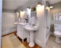 Luxury real estate a Premier Gig Harbor Bay location