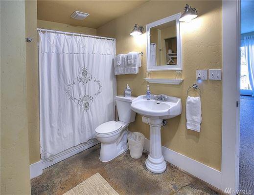 Luxury homes a Premier Gig Harbor Bay location