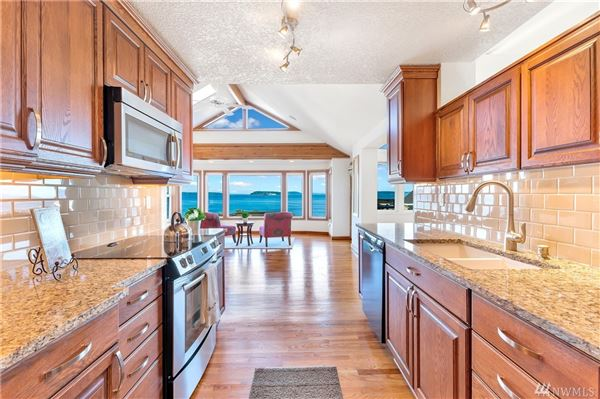 Incredible home features gorgeous unobstructed views luxury properties