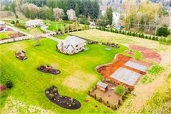 a fantastic blend of Country and Luxury luxury homes