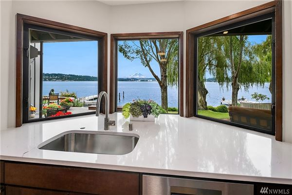 Luxury homes in special waterfront home