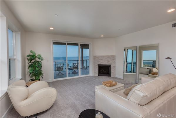 Luxury homes Waterfront Bliss