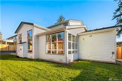 Luxury homes in new Northwest Contemporary in Edgewood Estates