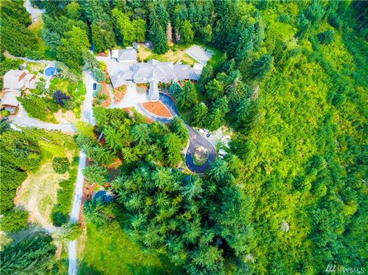 Luxury meets tranquility on six private acres luxury properties