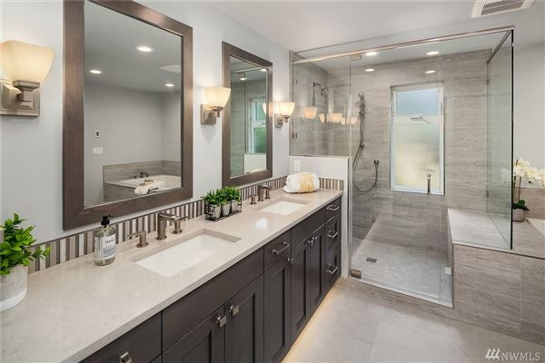Luxury homes in Spacious home in a sought after neighborhood