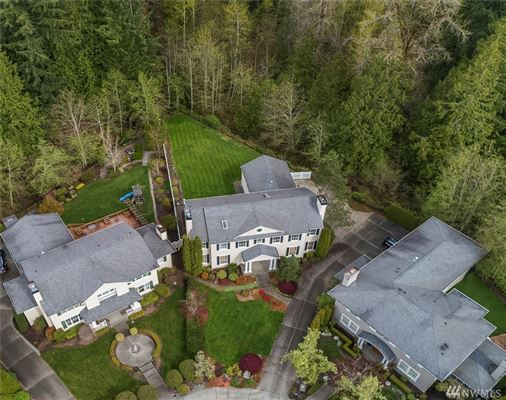 Luxury properties timeless colonial in Highland Creek Estates