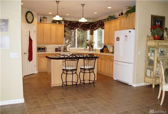 Luxury properties Gorgeous home on 1.6 acre lot