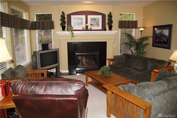 Mansions Gorgeous home on 1.6 acre lot