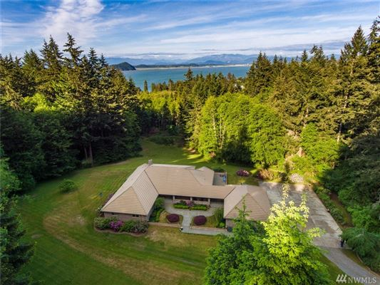 Luxury homes Whidbey Island estate of over 11 acres