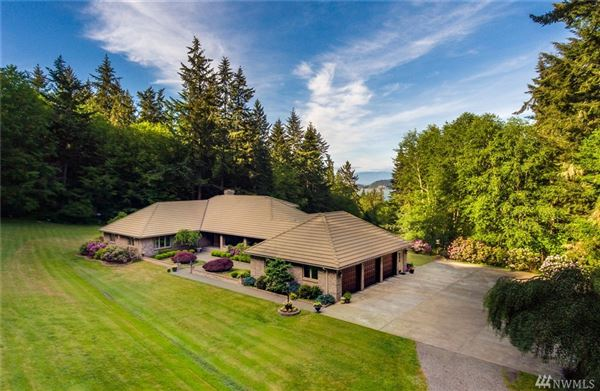 Whidbey Island estate of over 11 acres luxury homes