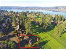 Luxury homes in home on the 14th fairway of Inglewood Golf Club