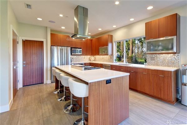 Luxury real estate home on the 14th fairway of Inglewood Golf Club