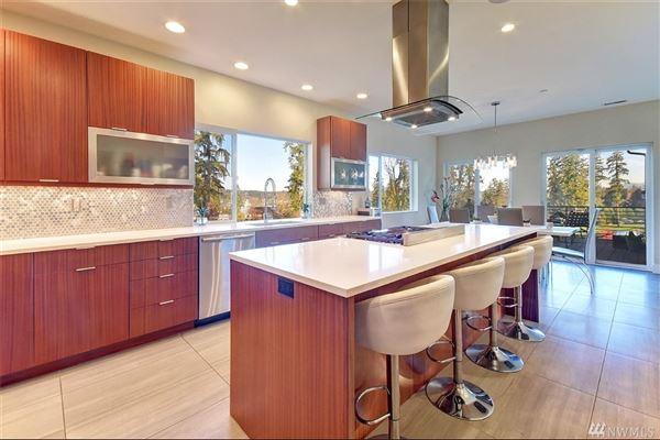 Luxury properties home on the 14th fairway of Inglewood Golf Club