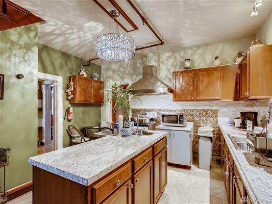 a Piece of History in Kirkland luxury homes