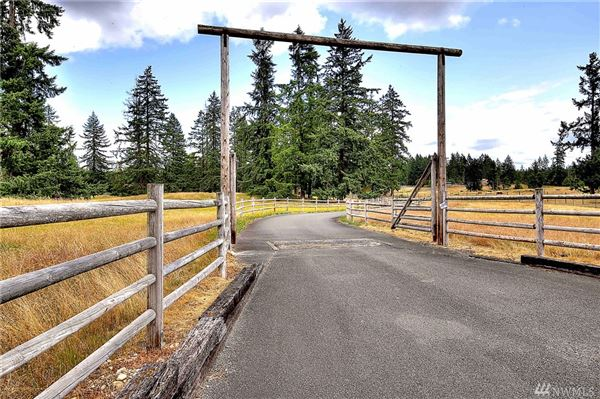 Luxury homes a 20 acre equestrian property