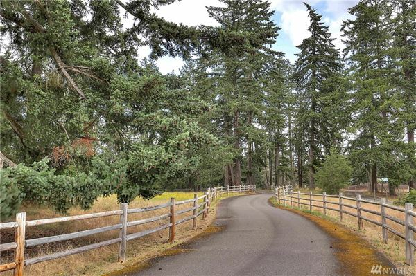 Mansions a 20 acre equestrian property