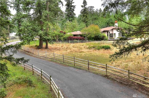 Luxury homes in a 20 acre equestrian property