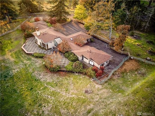 Mansions in a 20 acre equestrian property
