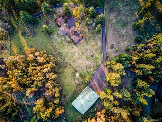 a 20 acre equestrian property  luxury homes