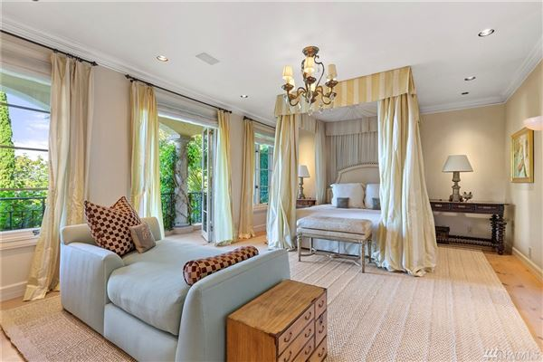 Mansions in timeless elegance with state-of-the-art features