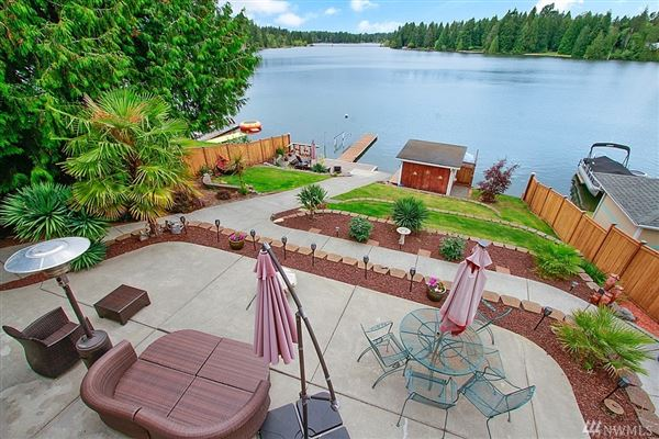 charming Lake Tapps waterfront home luxury homes
