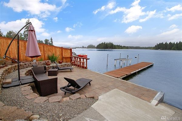 Luxury real estate charming Lake Tapps waterfront home