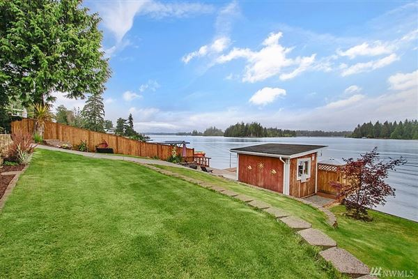 charming Lake Tapps waterfront home luxury real estate