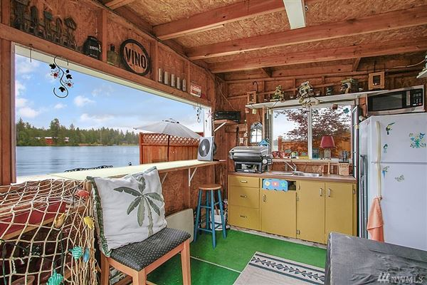 Luxury properties charming Lake Tapps waterfront home
