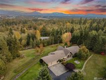 classic Northwest style home in marysville mansions