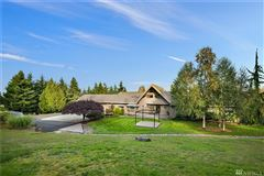 classic Northwest style home in marysville luxury real estate